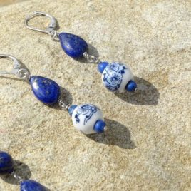 Boucles d'oreilles lapis-lazuli et céramique bleue