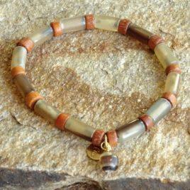 Bracelet en corne et bois de bayong