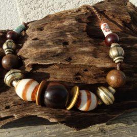 Collier ethnique boho chic perles en bois et céramique